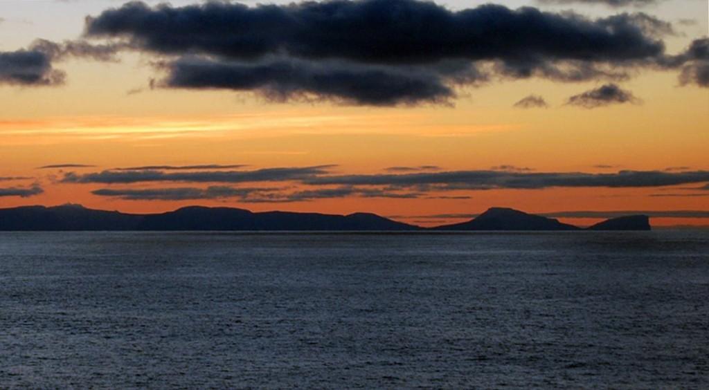 Færøerne dukker op af havet